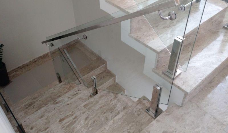 Super Corrimão de Escada Alumínio e Vidro na Vila Guilherme - Corrimão  GL17