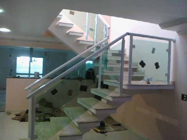 Fazer Corrimão de Alumínio com Vidro no Arujá - Corrimão de Alumínio com Vidro